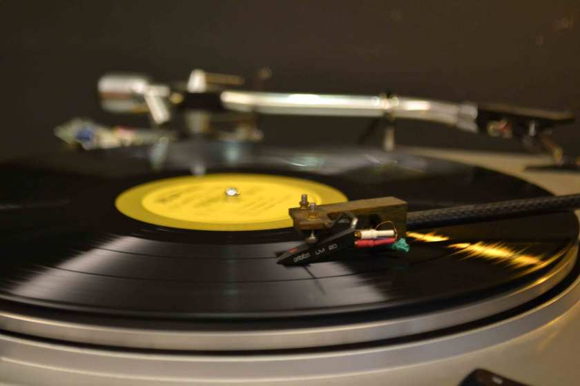 Dos-and-Donts-of-Purchasing-a-Second-Hand-Record-Player
