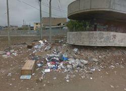 Denuncian para acumulación de basura en la Av. Separadora Industrial en Villa El Salvador