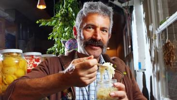 photo of Sandor Katz eat fermented food