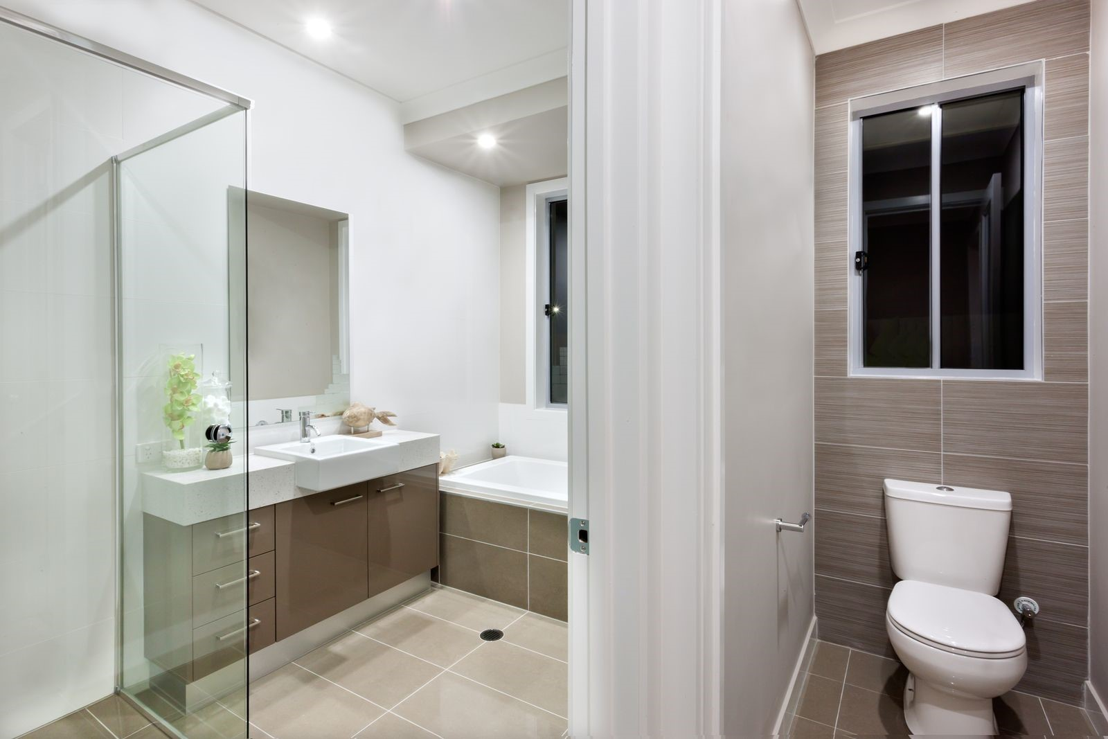 Bathroom Remodeling on a Budget: How to Create an Illusion of Space