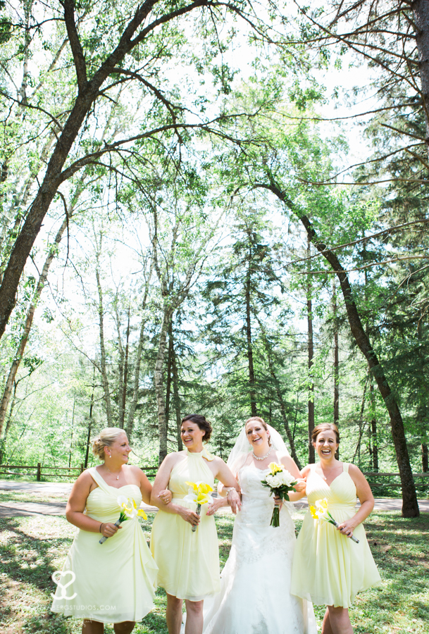brule river wedding, brule wisconsin, brule river, brule wisconsin, outdoor wedding ceremony, yellow and grey wedding, sternberg studios, michelle sternberg, wisconsin wedding photographer