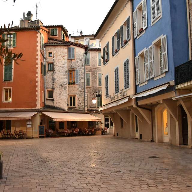 Steve and Carole In Vence - A Walking Tour Of Old Vence