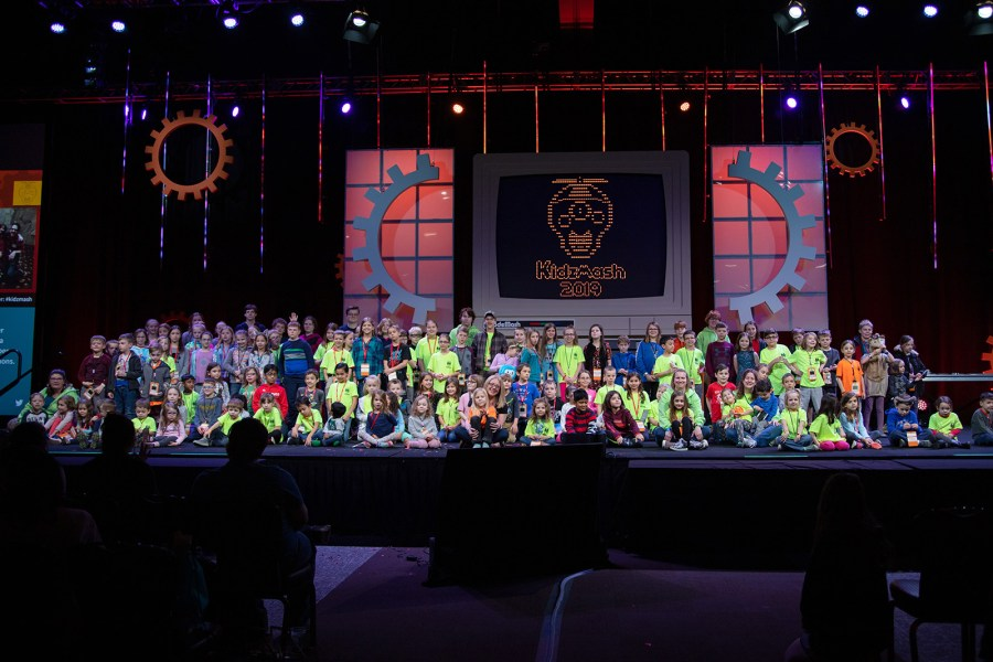 Group photo of KidzMash 2019 attendees