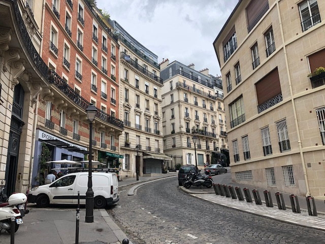 Further up Rue Lepic
