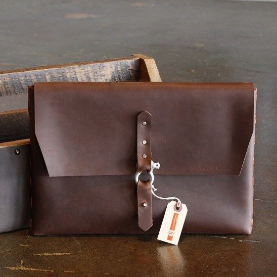 W1000-H1000-37653_ipadcasebuckle