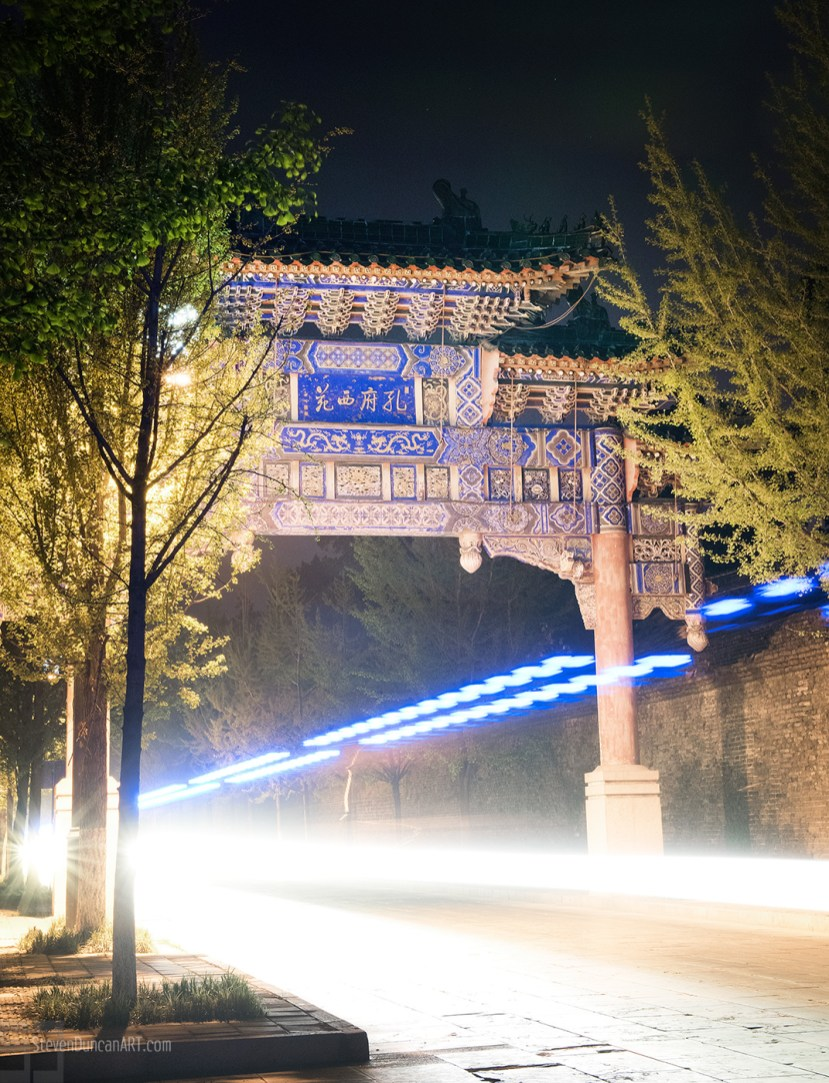 Qufu gate at night