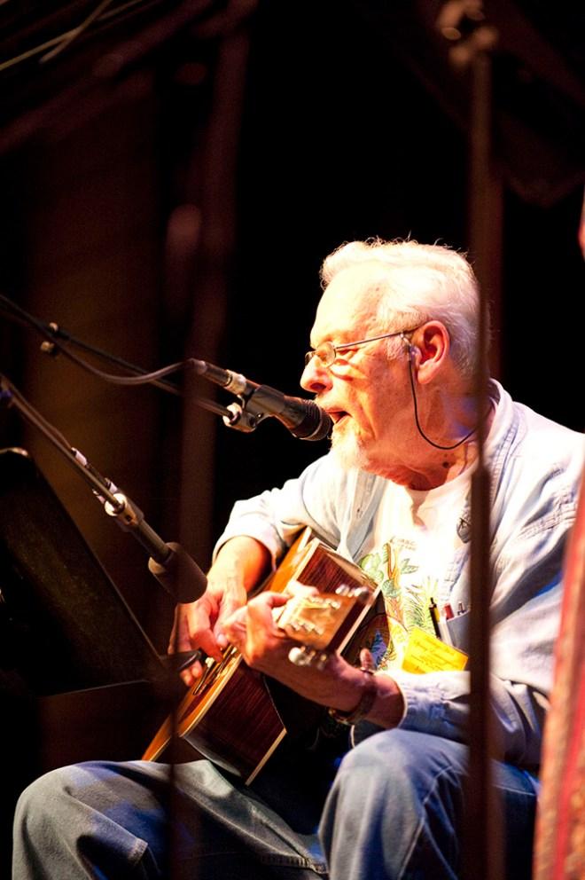 Jim Duke performing at the Ozark Folk Center in May of 2009.