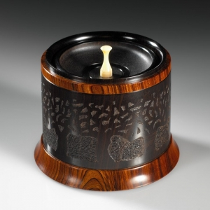 Lost Orchard open, showing tray and pull - African Blackwood, Cocobolo. Approximately 3.25″ in diameter and 3″ high. $1995 contact me for purchase information Steven Kennard