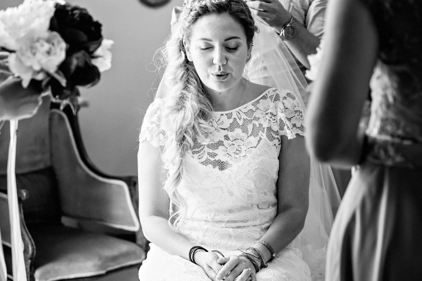the bride looking nervous at mas de montet