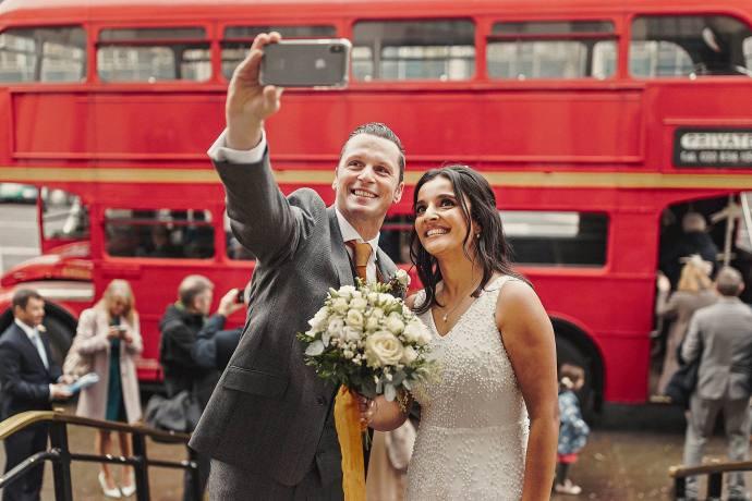 selfie in front of london bus