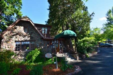 The Strawberry Valley Inn, located in the city of Mount Shasta.
