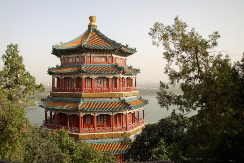 The Foxiang Ge Tower, overlooking the palace lake.