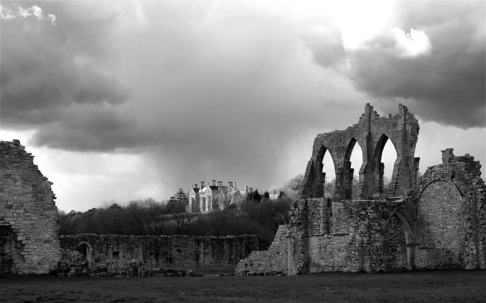 Bayham Hall above the abbey ruins
