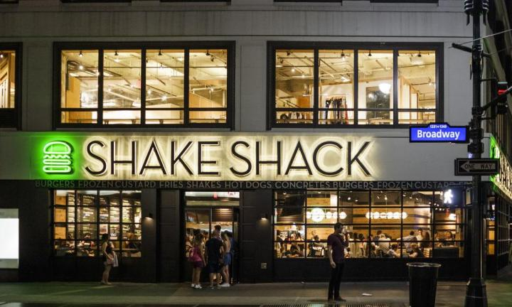 er of Shake Shack, Danny Meyer, said his Union Square Hospitality Group will require indoor diners and drinkers at its restaurants to show that they've been vaccinated againstCOVID-19.