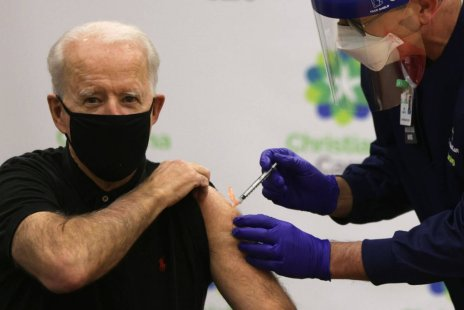 biden vaccine mandate for companies with more than 100 employees. Employees in companies of 100 employees need to be vaccinated. ROTTER News