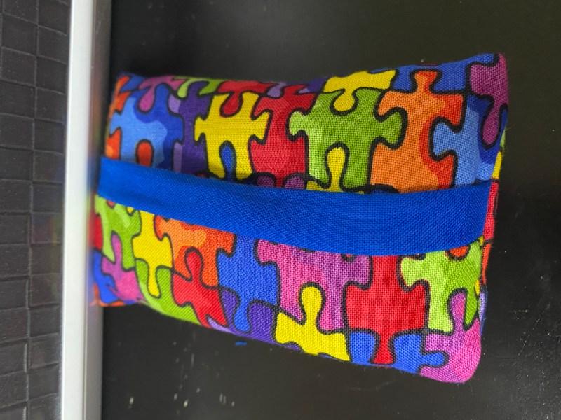 Autism Awareness Pocket Tissue Holder - A puzzle-themed pocket tissue holder that is for Autism Awareness. #Autism #AutismSpeaks