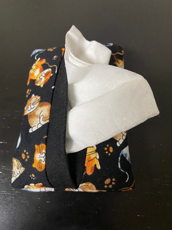 Cat Pocket Tissue Holder - these cats will hold our tissues in your pocket for you. #Cats