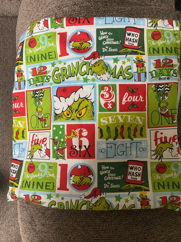 Grinch 12 Days of Christmas Decorative Pillow - this decorative pillow has the Grinch on it and features the 12 Days of Christmas. #Christmas #Grinch