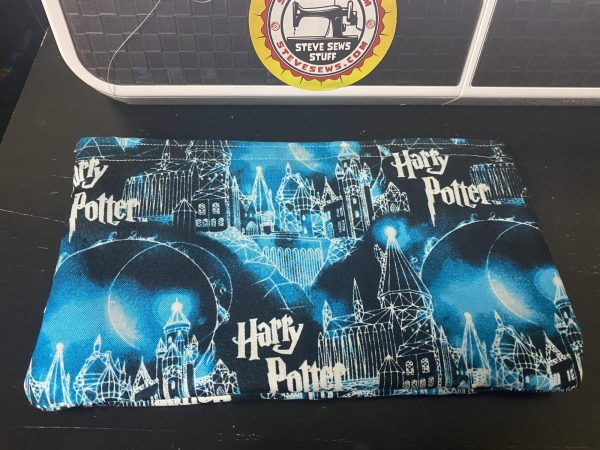 Hogwarts Zipper Pouch - this Harry Potter zipper pouch has the Hogwarts Castle on it from Hogwarts School of Witchcraft and Wizardry. #Hogwarts #HarryPotter