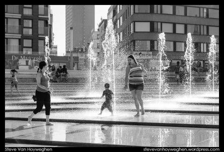 Belgium, Ostend :: Kids playing 2