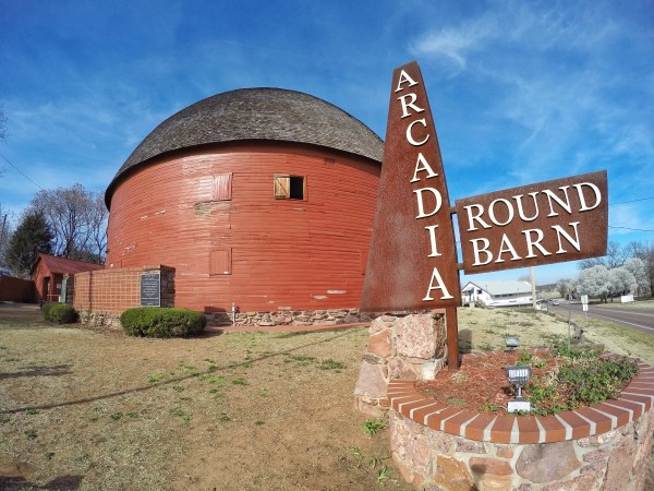 A photo of the round barn on Route 66 in oklahoma