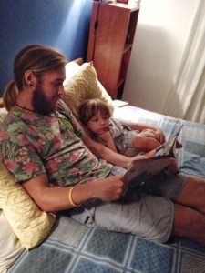 Photo of Stevie Vagabond reading bedtime stories