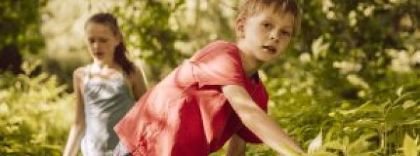Two children walking through Himalayan Balsam in a forest model released Symbolfoto PUBLICATIONxINxGERxSUIxAUTxHUNxONLY MFF001904Two Children Walking Through Himalayan Balsam in a Forest Model released Symbolic image PUBLICATIONxINxGERxSUIxAUTxHUNxONLY MFF001904