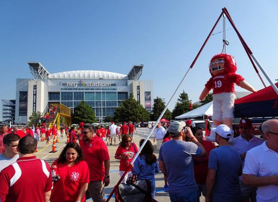 Houston Cougars football fans tailgating
