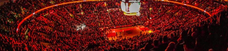 Moda Center game crowd