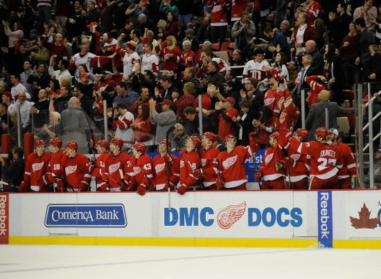 Detroit Redwings players at the bench