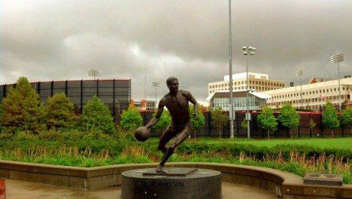 Oscar Robertson Statue