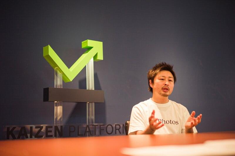 営業パーソン自らのコンテンツ発信の重要性について話す須藤氏