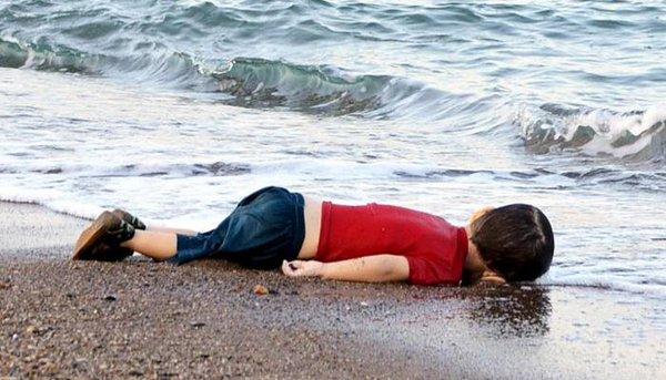 शार्ली हेब्दो पत्रिका के विवादित कार्टून पर रो पड़े सीरियाई बच्चे के पिता