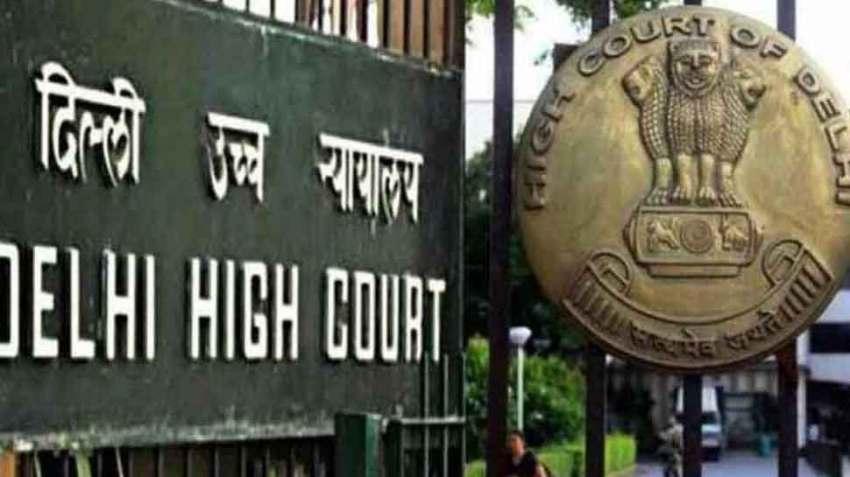 सुप्रीम कोर्ट के दो जजों की बेंच ने 11 दिसंबर 2013 को दिल्ली हाईकोर्ट के फैसले को पलटते हुए समलैंगिक संबंधों को अपराध बताया था.