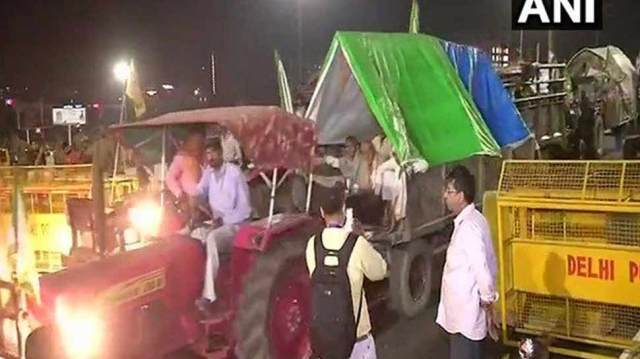 kisan kranti padyatra ended on Kisan Ghat late night