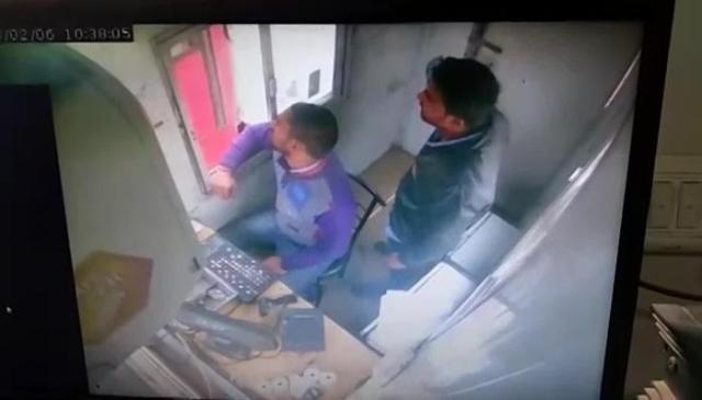 Image result for CCTV में कैद हुई गुरुग्राम-फरीदाबाद रोड पर टोल कर्मचारियों की गुंडागर्दी