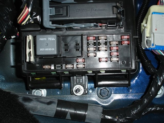 2005 Ford Mustang Fuse Box Location