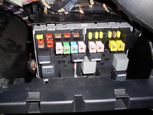 ford mondeo mk4 headlight wiring diagram pto fiesta 2006 fuse box location | and