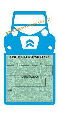 Autocollant vignette assurance vintage Citroën 2CV bleu claire a collé sur le pare-brise de la voiture Deuche rétro-mobile.