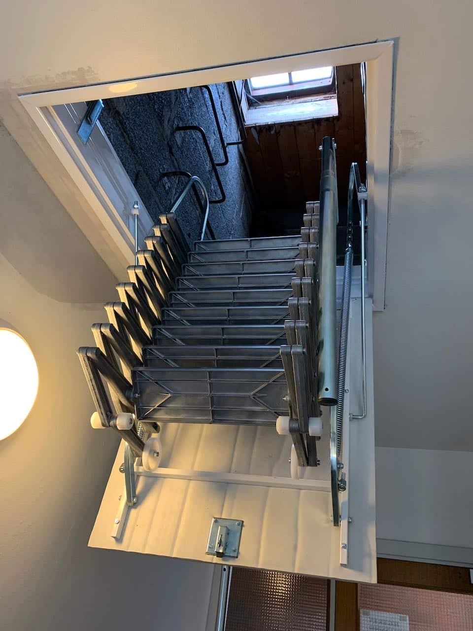 Den nye trappen 1/2 veis utslått for bruk.