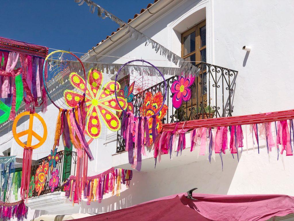 Hippiemarkt versieringen in Sant Joan