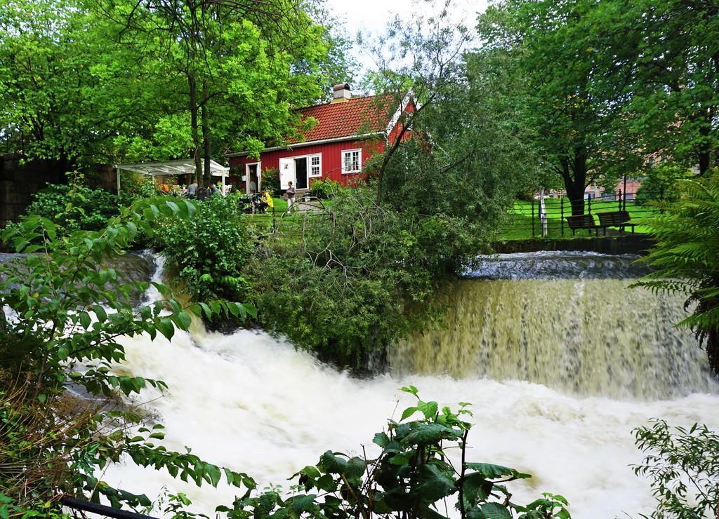 Akerselva er et populært turområde. Her er huset til Hønse-lovisa der det er enkel servering.