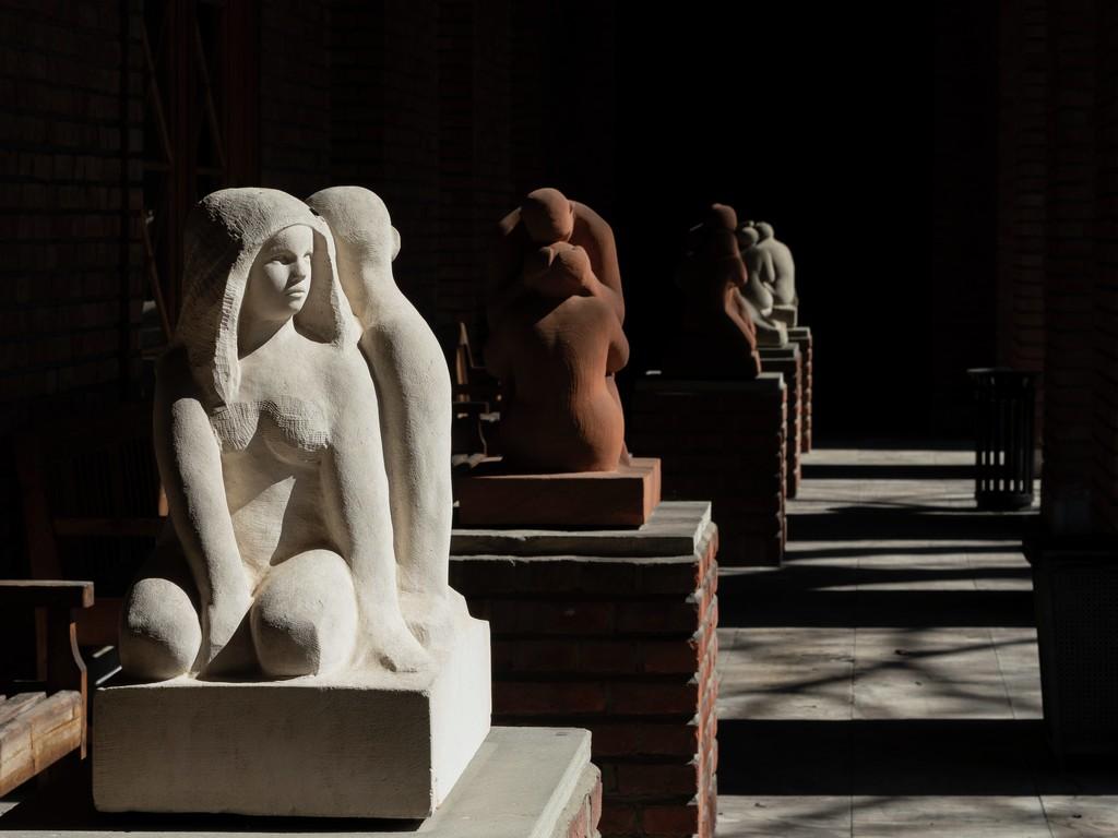 Bilde av ulike skulpturer fra Gustav Vigeland museum i Oslo.