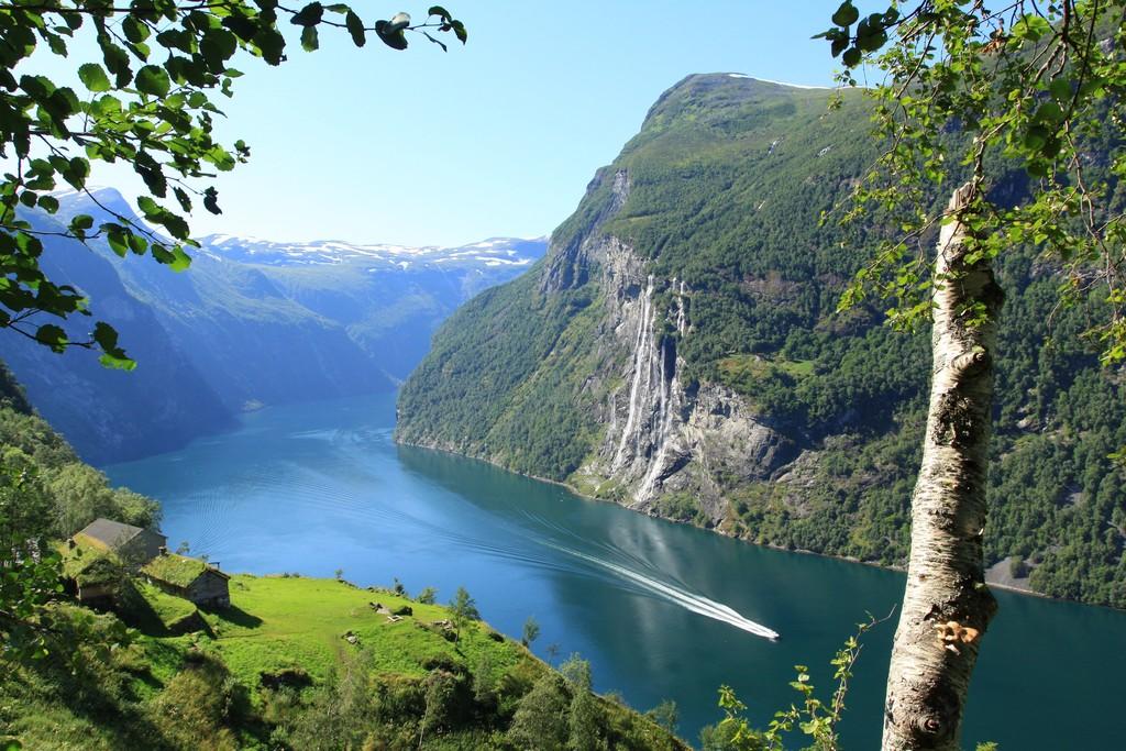 Geiranger fjord med båt