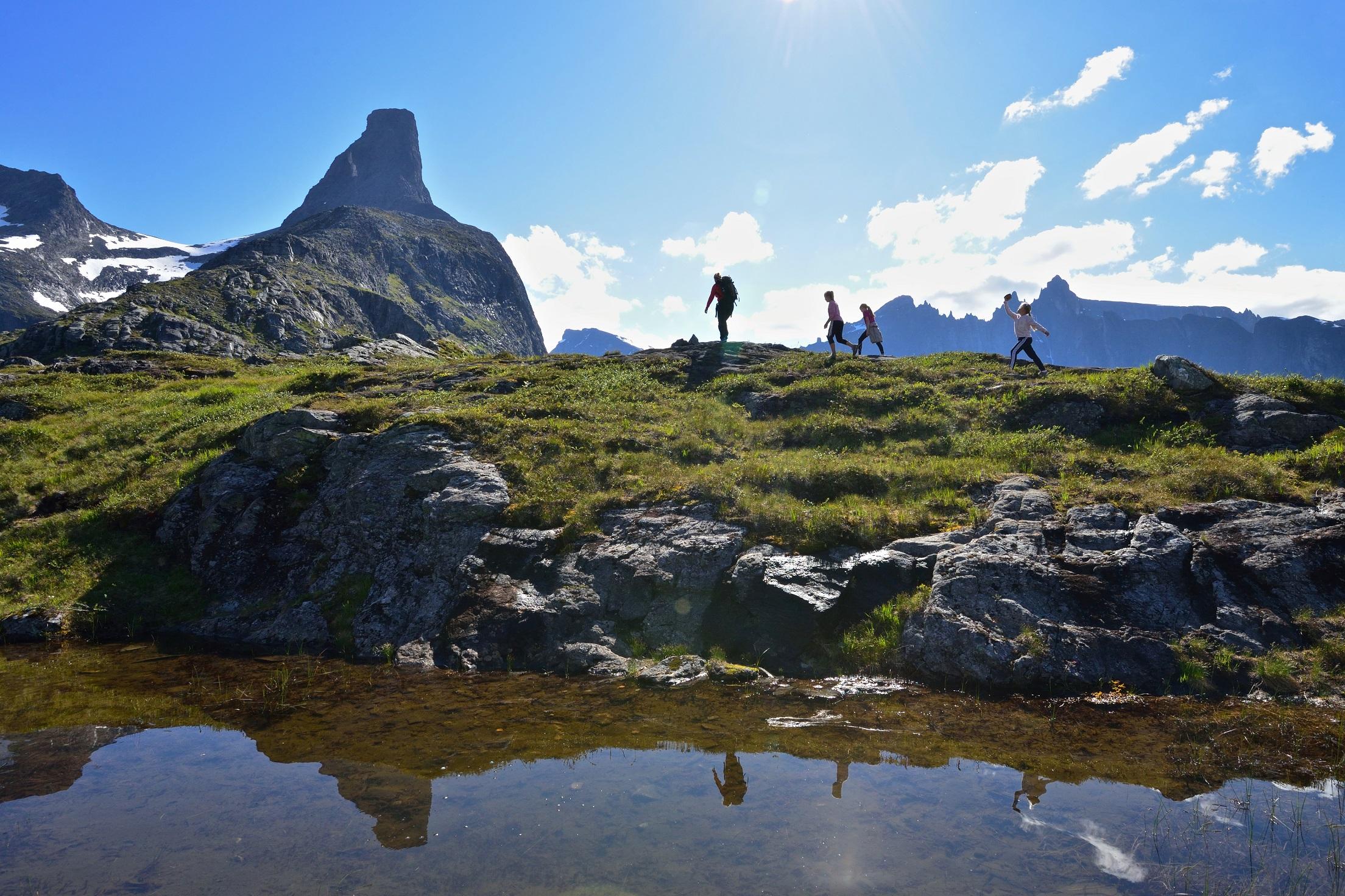 Familie på tur Romsdalen Litlefjell