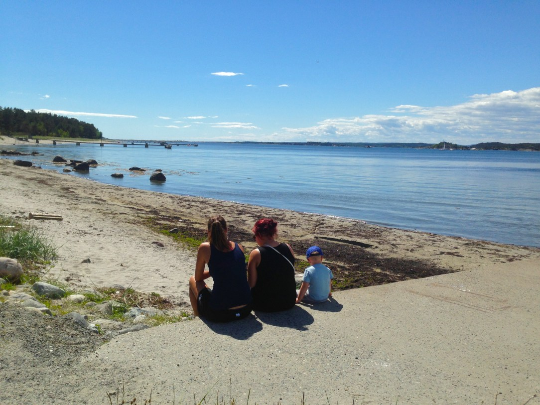 personer på strand Jomfruland Telemark