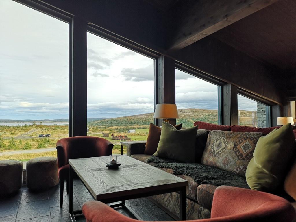 Salong på hotell med utsikt over fjellet