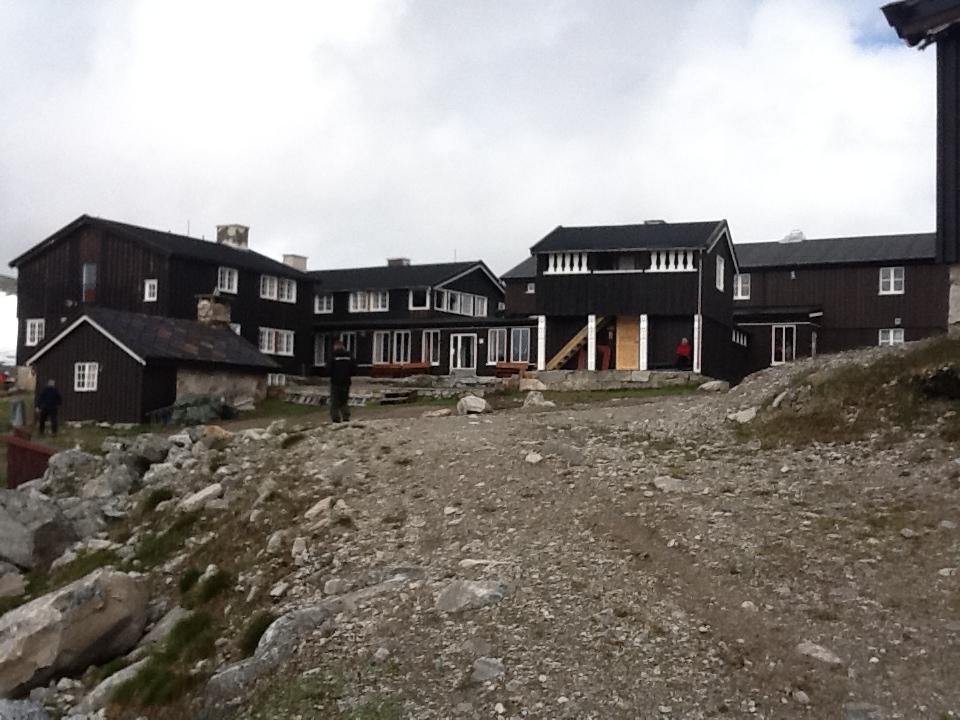 Snøheim turisthytte ligger ved foten av Snøhetta (Foto: Inge Angård / Wikimedia)
