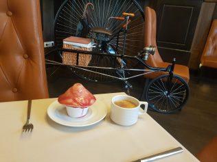 Pečurka (puding od vanile sa voćnim prelivom) i detalji u hotelu Komlo