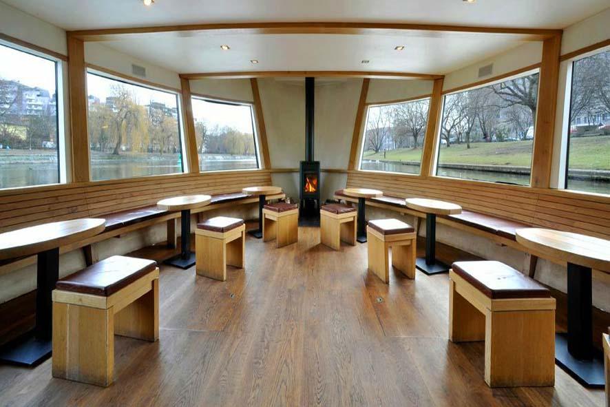 Stil-Stengel Raumgestaltung, Sitzelement und Kissen Restaurantschiff Van Loon, Berlin